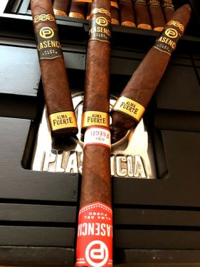 Plasencia Cigar Sampler With Black Plasencia Ashtray