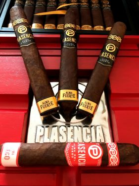 Plasencia Cigar Sampler With Red Plasencia Ashtray